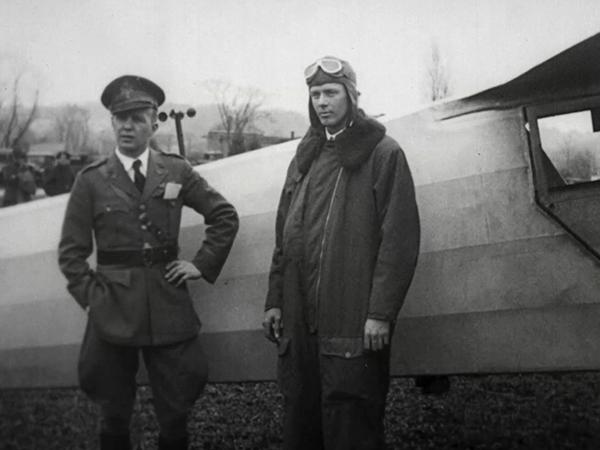 Charles Lindbergh vor seiner Spirit of St. Louis