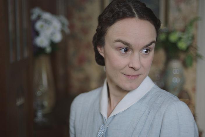 Elise Ottesen, gespielt von Rebecka Hemse, in der TV-Serie Krieg der Träume