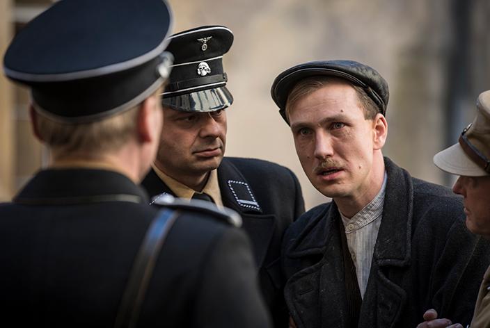 Hans Beimler, gespielt von Jan Krauter, in der TV-Serie Krieg der Träume