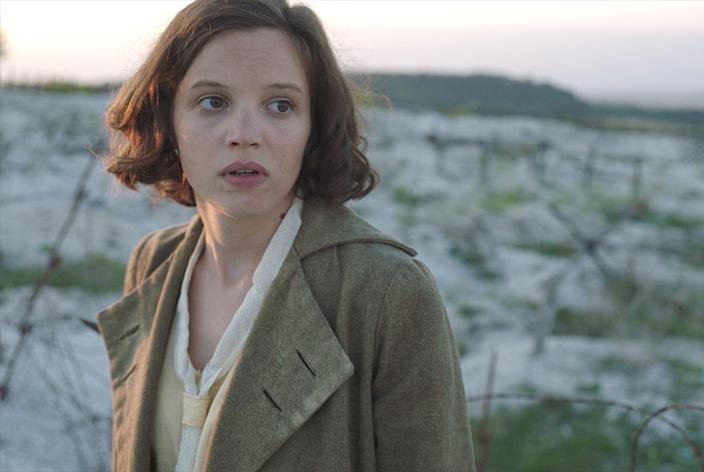 May Picqueray, gespielt von Solène Rigot, in der TV-Serie Krieg der Träume