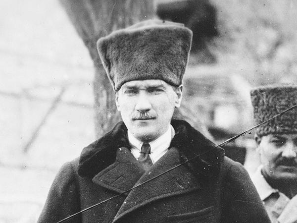 Portrait von Mustafa Kemal Atatürk